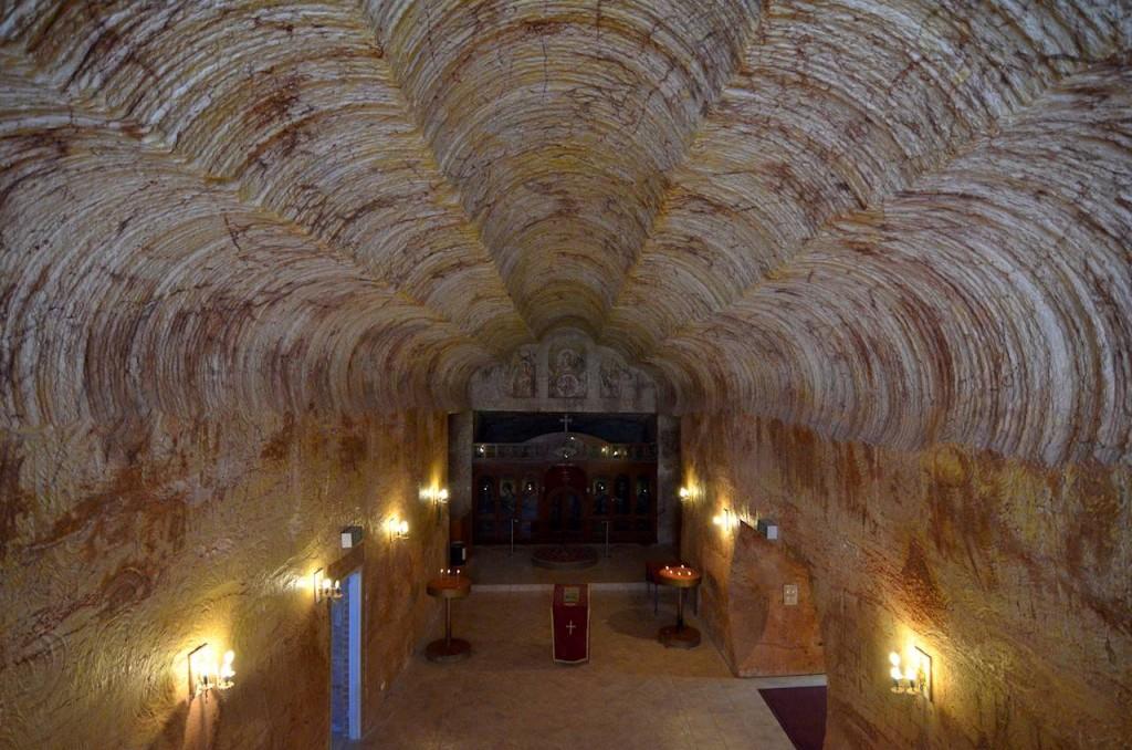 intérieur de l'église sous-terraine